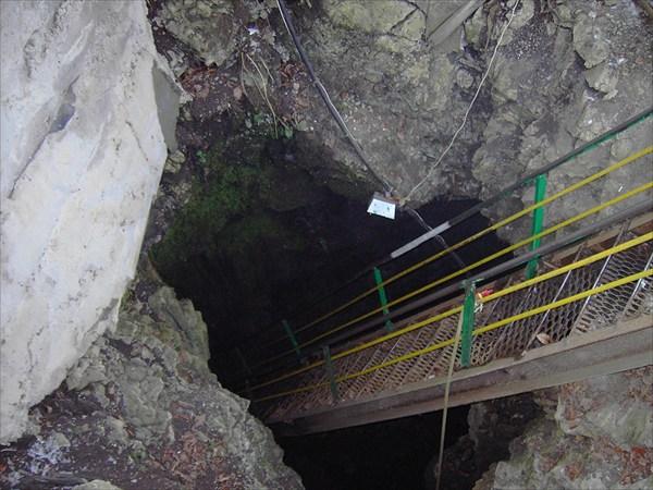 спуск в пещеру Большая Азишская