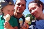 Конечно, у родителей мороженое вкуснее