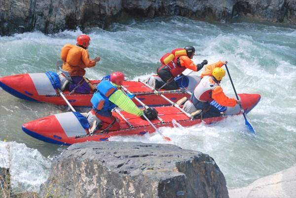 Наш экипаж в каньоне реки Джоанарык