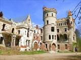 Муромцево. Замок в центре парка.