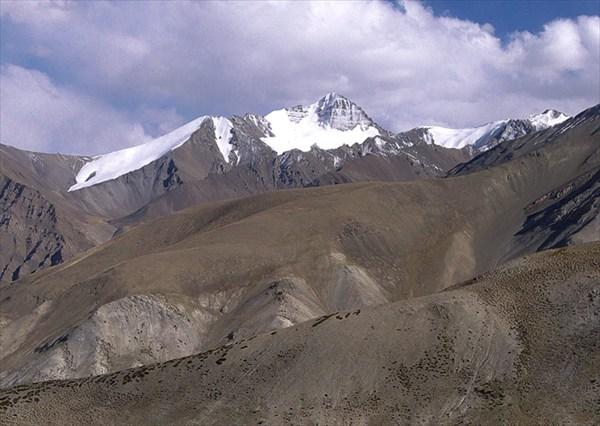 Сама гора Сток Кангри, 6135 м, высшая точка района