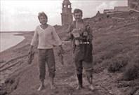 ОНЕГА 1985 год. Деревня Пияла, сзади деревянная звонница