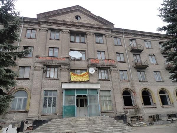 """Помпезная сталинская гостиница """"Восток"""", ныне полностью брошена"""