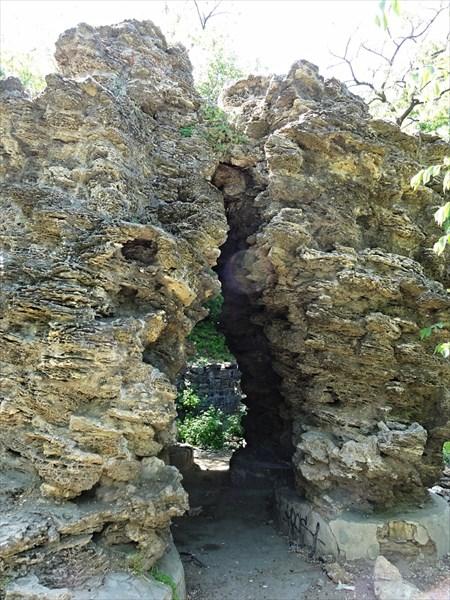 Камни в сквере у Приморского бульвара