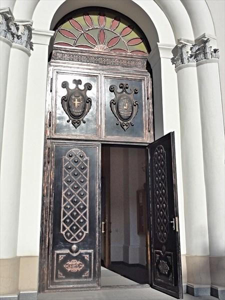 Шикарные старинные двери