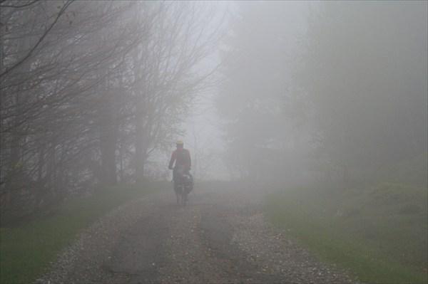 Поднимались на Раховский перевал в густом тумане