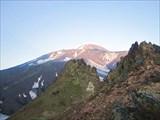 Действующий Аванчинский вулкан (высота 2741 метр)