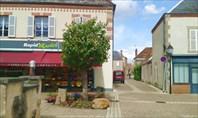 Сен-Бенуа-сюр-Луар.в этом магазинчике мы покупали еду на перекус
