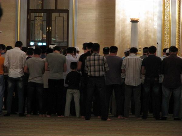 """Мечеть """"Сердце Чечни"""". На вечерней молитве"""