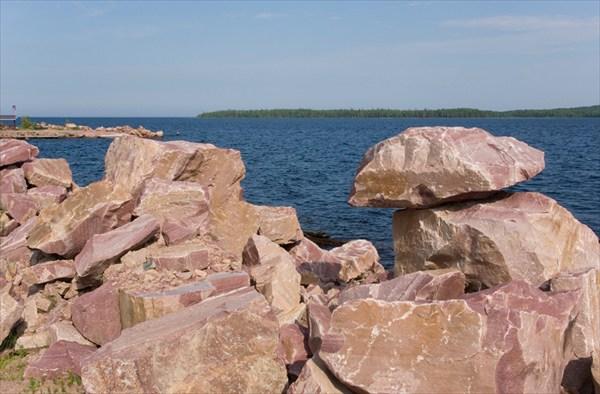 на фото: Вид на Онежское озеро