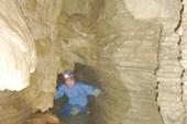 Гриша в красивом коридоре Schoharie Cavern
