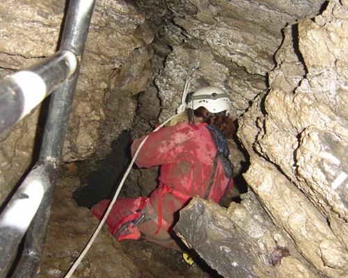 Марина и входной колодец в  Wolfert cave