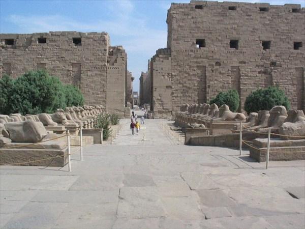 800px-1st_Pylon_Karnak_Temple