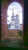 Белый храм из окон запустения