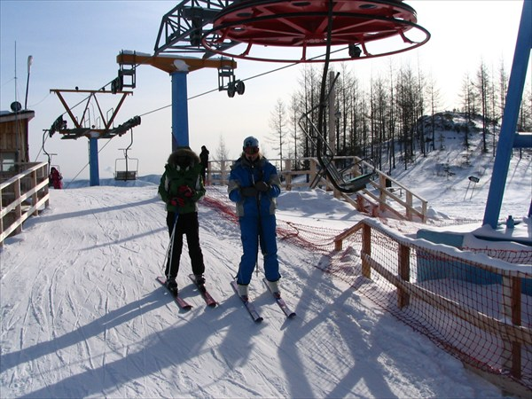 Ольга и Таня на верхней базе подъемника.