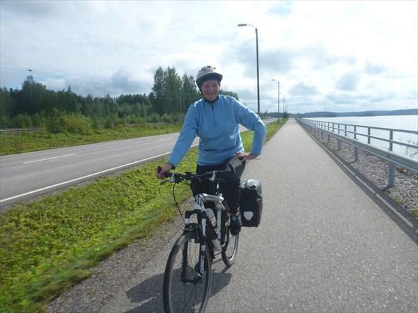 Хорошо ехать по велодорожке