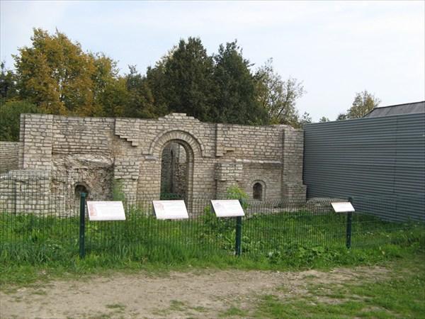 остатки крепостного монастыря