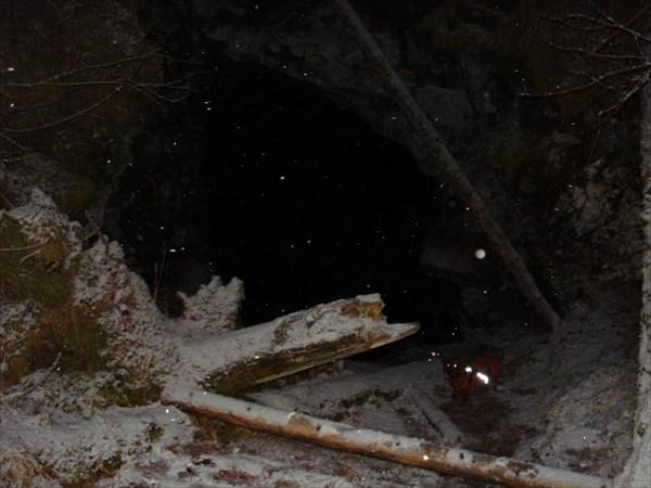 вход в пещеру Зимняя