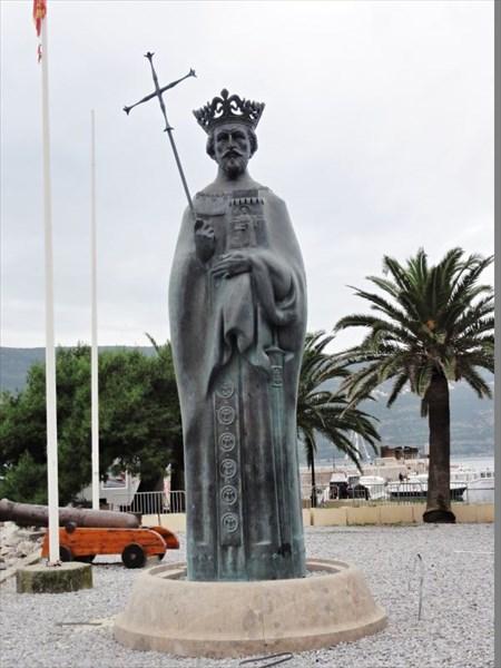 Памятник Твртко I из династии Котроманичей, основателю города