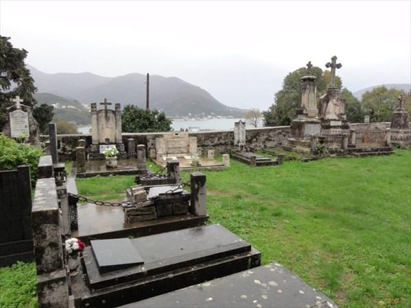 Фамильные гробницы.