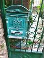 Старинный почтовый ящик.