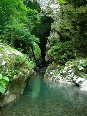 на фото: Пещера Ацинская, вход
