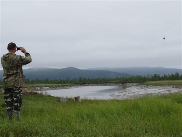 На реке Сыран. Встречаем вертолет