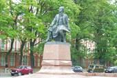 Памятник уважаемому мной Ломоносову