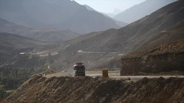 Подъезд к Каргилю - тучи пыли