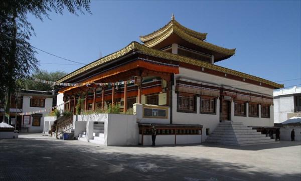 Буддийский храм в центре Леха