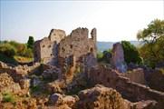 Тщательно восстановленные руины