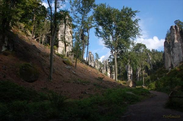 Праховские скалы (Дорожка на входе)