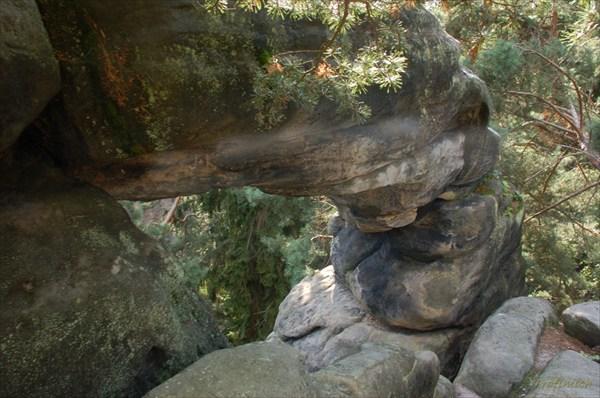 Причудливый узор камней