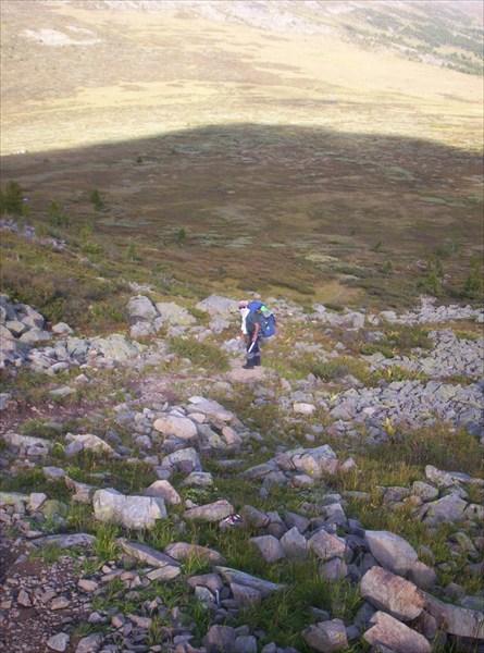 Сад камней. Спуск от Серых Скал на перевал перед Сарлыком
