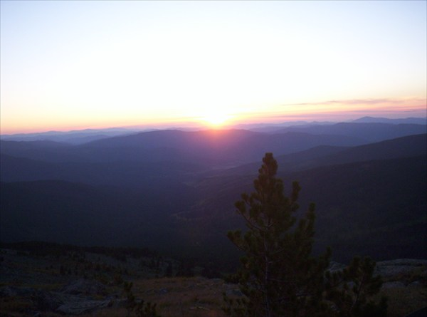 Так выглядит закат со склона Сарлыка...