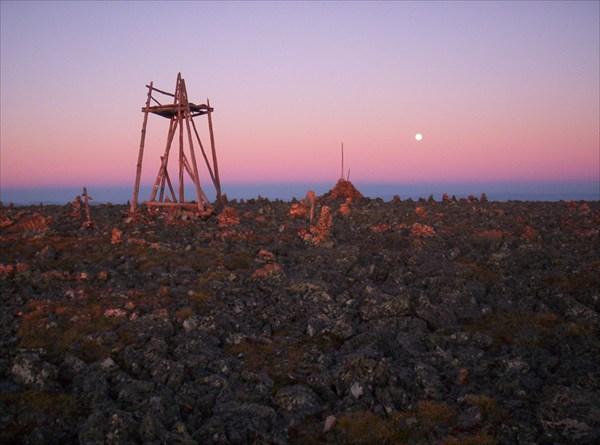 Восход на Сарлыке. Луна