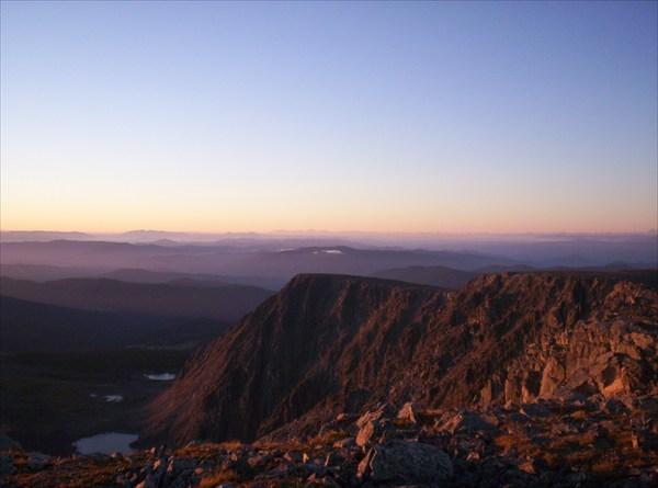 Восход на Сарлыке. Внизу -- Туюкские озера