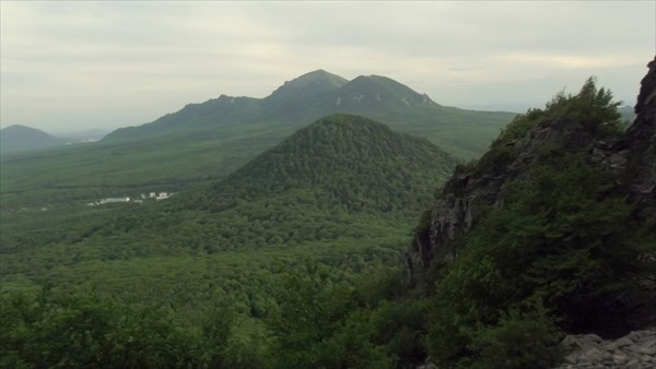 Вид на Бештау с горы Развалка