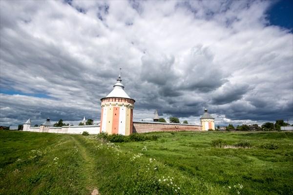 Спасо-Прилуцкий мужской монастырь (1371г.)
