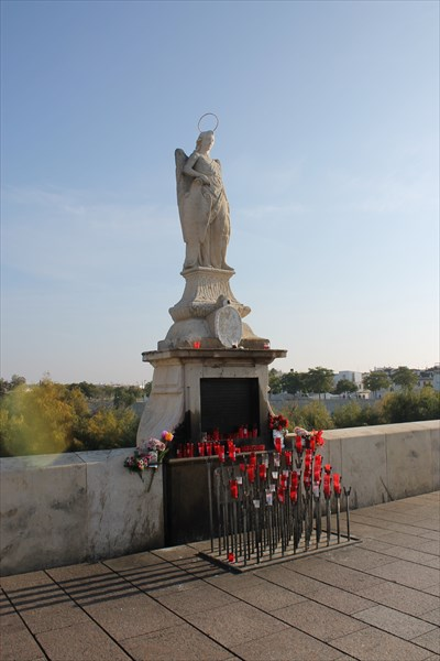 Скульптура Архангела Рафаила