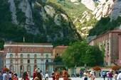 На площади монастыря Монтсеррат