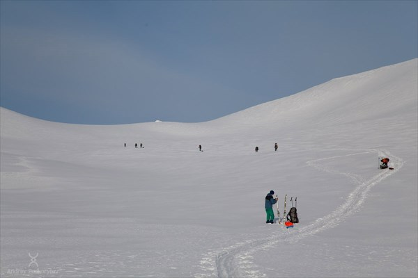 Подъём на перевал 602 нк. Фото Андрея Подкорытова.