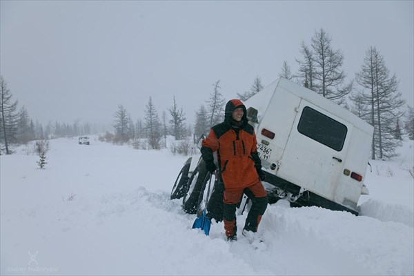 Вдалеке появился второй Трэкол. Фото Андрея Подкорытова.