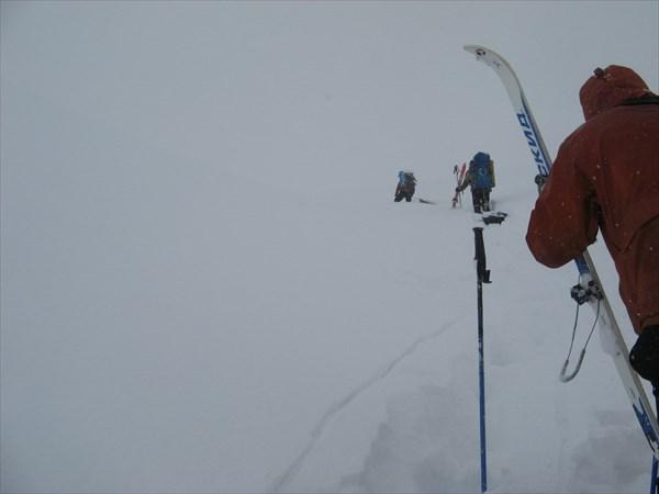 Подъём на перевал №10. Фото Никиты Насыпайко.