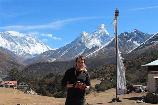 на фото: Вид на Эверест (слева), Лхотце и Ама Даблам из Тенгбоче