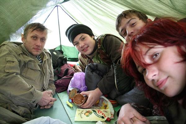 КМА, Лёнич, Гном, Ольга Павловна в палатке