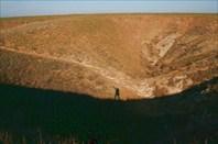 воронка со входом в пещеру