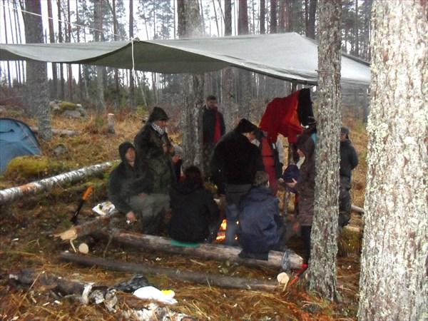 Третий день. Дождь. Лагерь на холме.