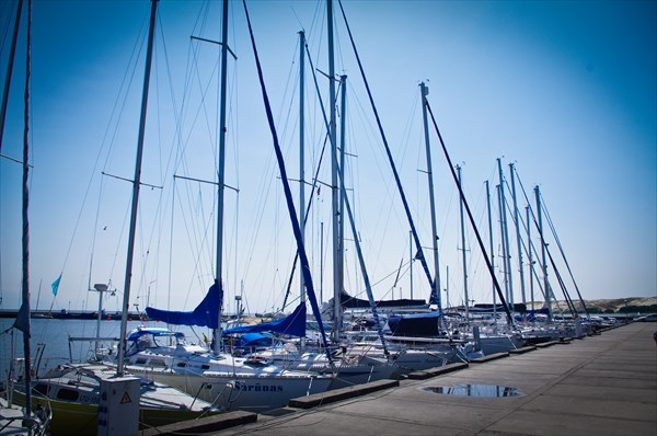 Нидская набережная и причал для яхт