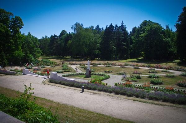 Парк у музея янтаря в Паланге.